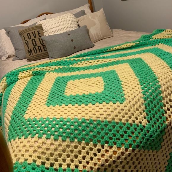 Vintage Bedding | 70s Afghan Blanket Crochet Or Throw | Poshma
