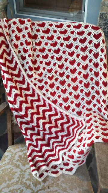 Hearts + Waves Afghan, now that's just awesome-beautiful! Ravelry .