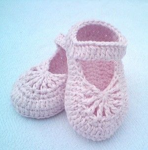 Paid Pattern] Easy-To-Make Lovely Crochet Shoes For Baby Girl .