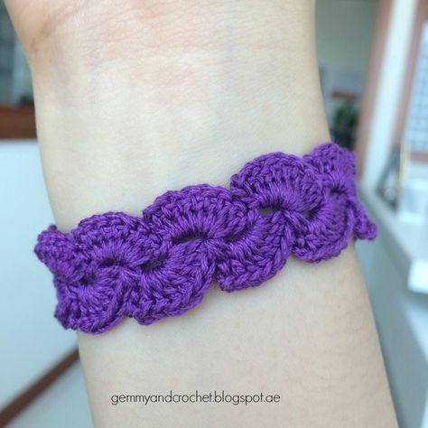 Free Pattern: Lace Scallop Crochet Bracelet | Crochet bracelet .