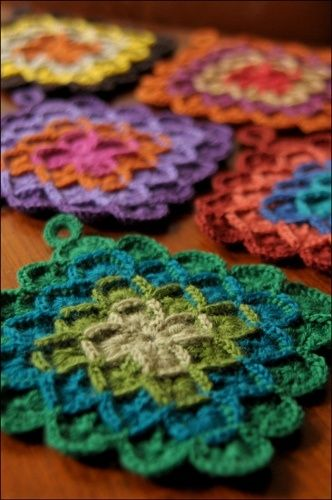 Crochet Potholder how-to- someone should read this and make these .