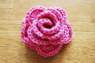Crochet roses in 9 steps: Free crochet pattern with step by step .