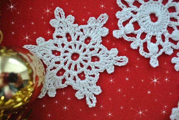 5 Free Crochet Snowflake Patterns | Beautiful Crochet Stu