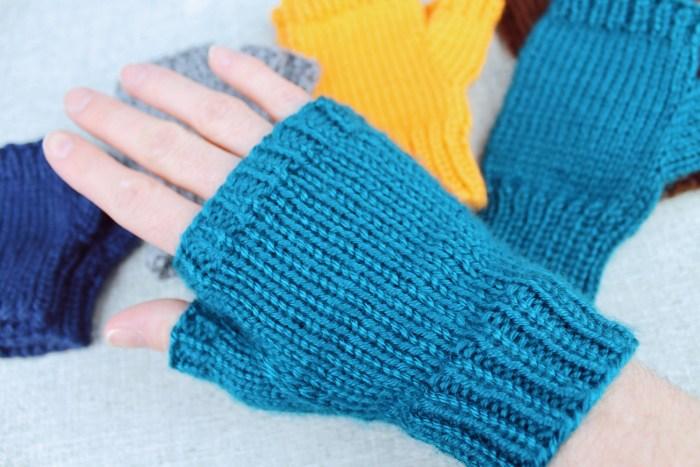 Basic Fingerless Gloves, a knitting pattern designed by PurlsAndPixe