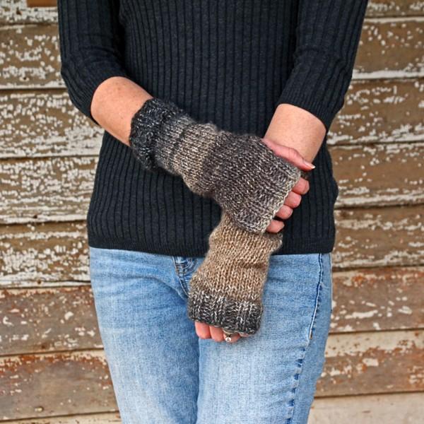 iBELIEVE : Fingerless Gloves Knitting Pattern - Brome Fiel