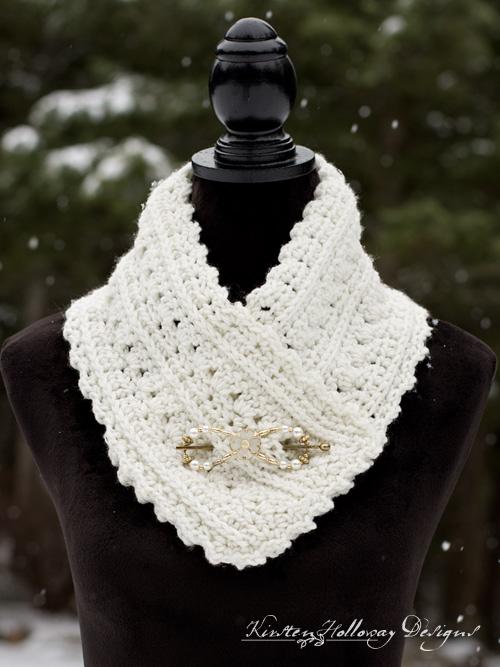 Primrose and Proper Free Crochet Cowl Pattern - Kirsten Holloway .