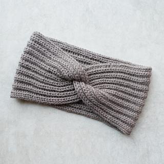 Ravelry: Headband with a twist pattern by Mirella Momen
