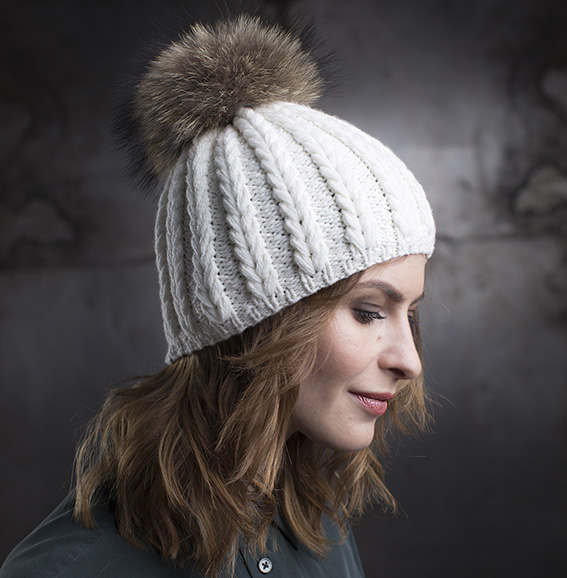 Cashmere hand-knit hat LIZA Ivory with fur pom p