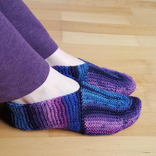 U-Turn Knit Slippers | AllFreeKnitting.c