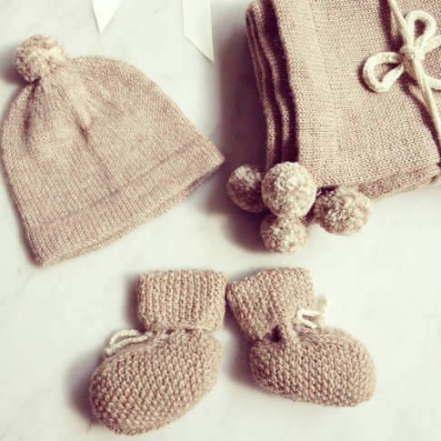 Gorgeous hand knit baby clothes from Fournier Babyccino Kids .