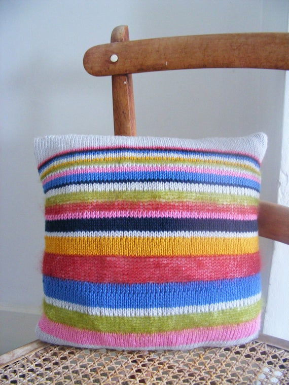 Hand knitted cushion cover with cushion inner 11x11   Et