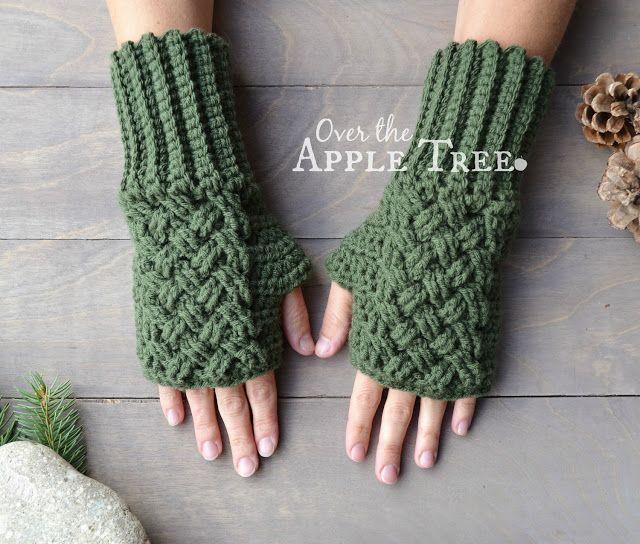 Celtic Weave Fingerless Gloves- Free Pattern | Crochet gloves .